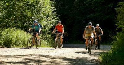 Christian Zwanziger und Hands Urban testen mit den DAV-VErtretern eine Mountainbike-Strecke