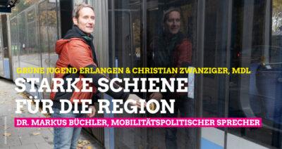 Dr. Markus Büchler öffnet Tür einer Straßenbahn