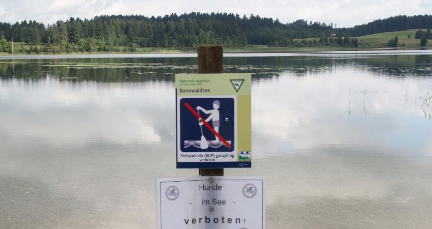 SUP-Verbotsschild am Bannwaldsee