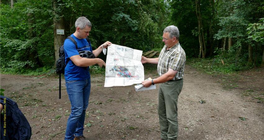 Christian Zwanziger, MdL, und Martin Straußberger, Stadtförster, im Fürther Stadtwald